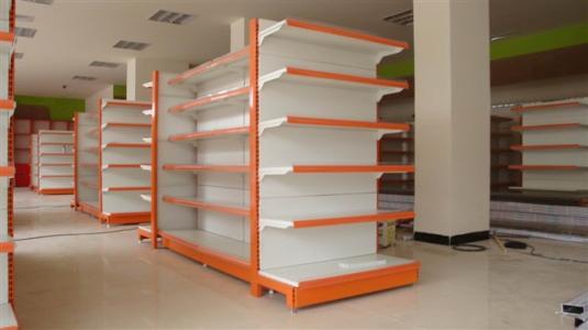 超市里除了商品就是货架,一般来说这类货架都需进过喷漆工序处理的