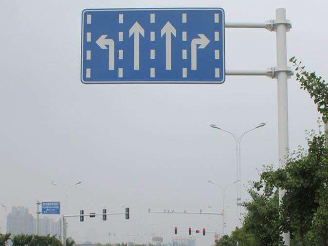 安全交通标识牌
