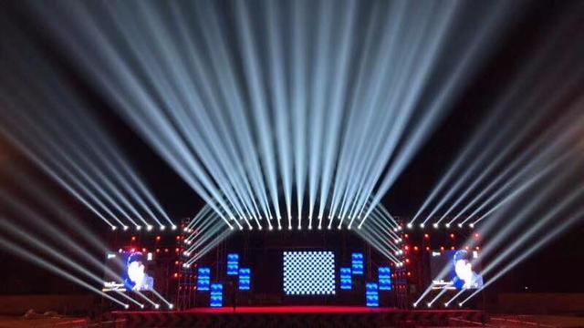 在进行舞台灯光的策划时 大地飞歌都干了什么