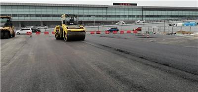 咸阳机场沥青道路摊铺案例