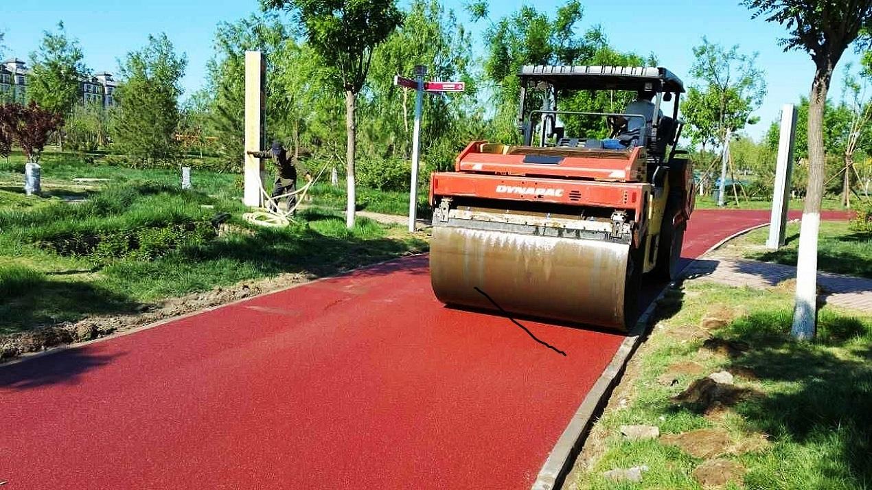 彩色沥青路面施工现场