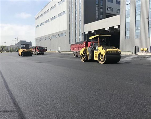 西安沥青路面施工中裂纹该如何去处理呢?