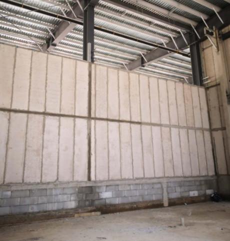安装好后的轻质隔墙板图