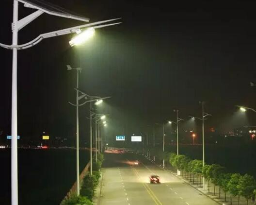 太阳能路灯厂家,助力环保行业发展,太阳能路灯的大力支持