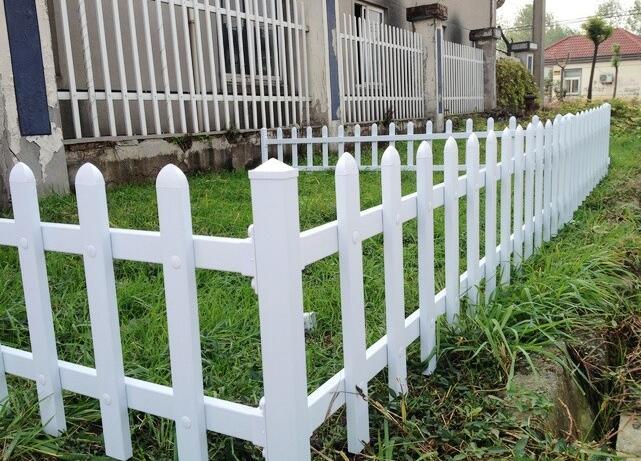防腐木草坪木栅栏