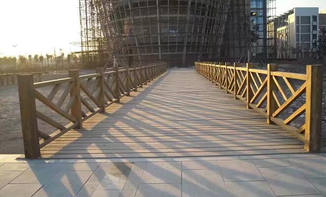 木栈道为什么要选用防腐木材质呢?防腐木材质有哪些优势特点?