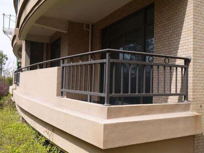 使用在阳台上的成都栏杆应该怎么选?