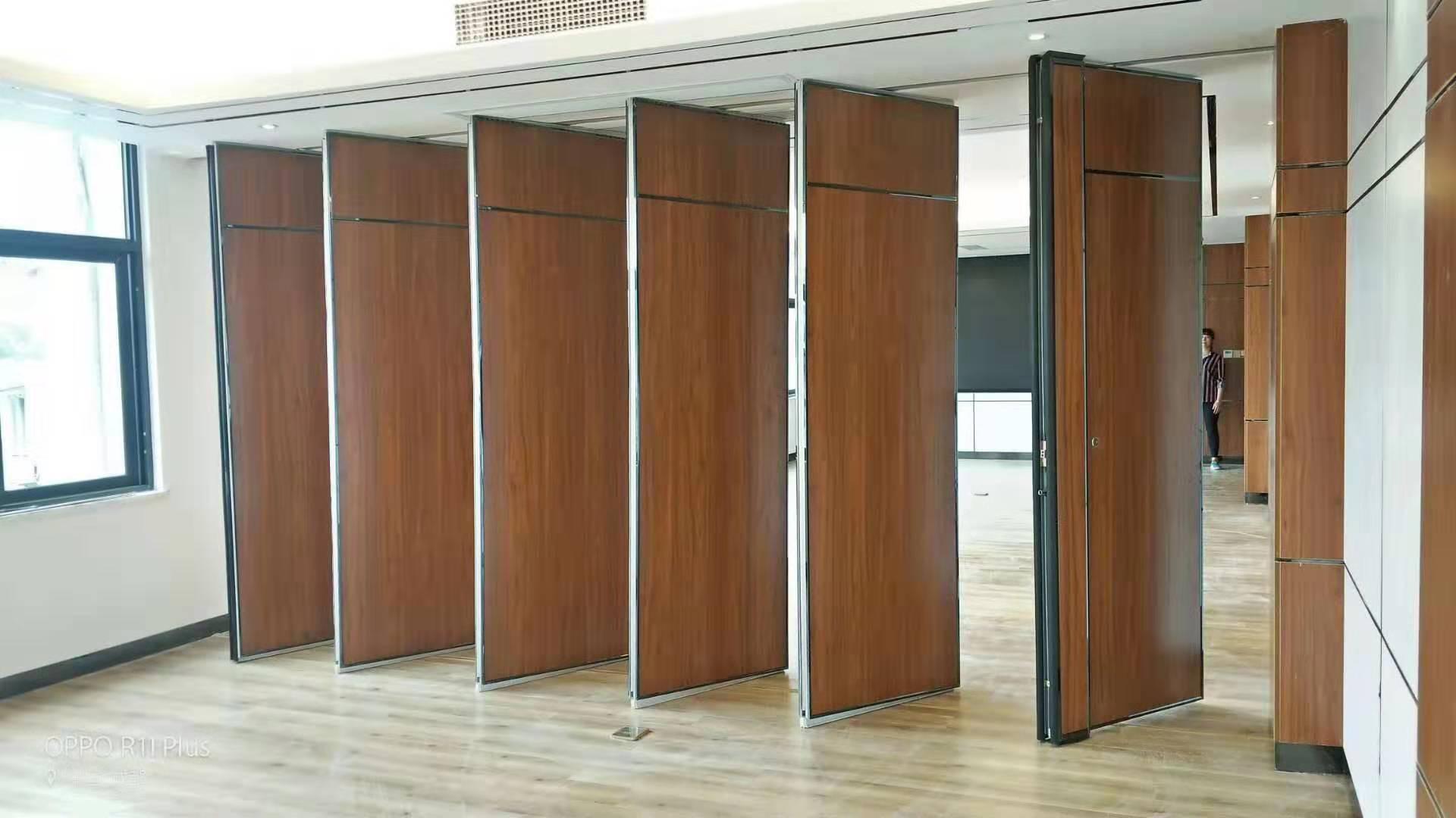 四川成都设计院会议室活动隔断案例
