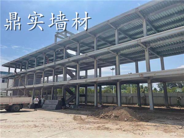 钢结构内外墙做的轻质隔墙板施工前后图