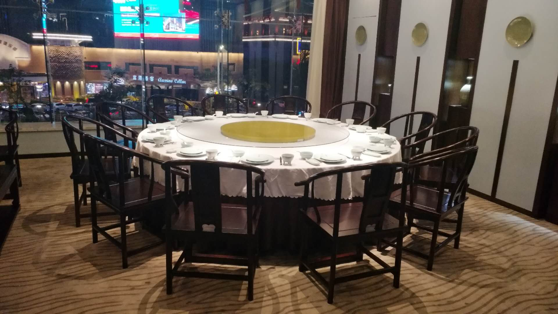 西安餐桌餐椅厂家教大家根据餐厅尺寸来选择餐桌椅