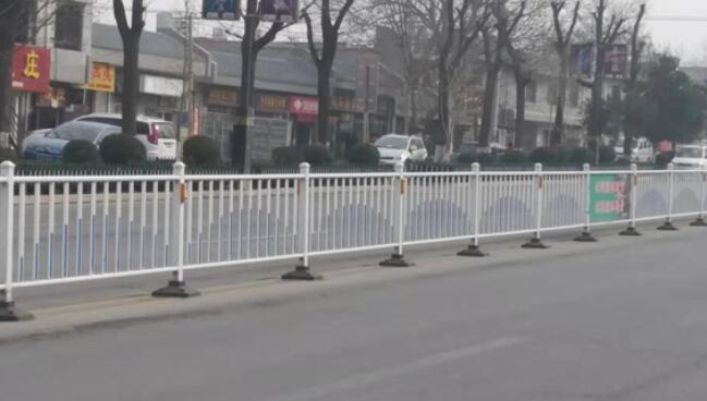 城市道路护栏设计中的环境因素研究