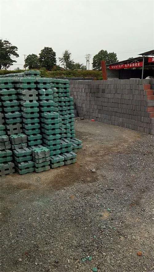 岐山草坪砖施工铺设中
