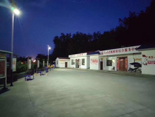 与安康市恒口经济示范区枫树村合作陕西太阳能路灯施工