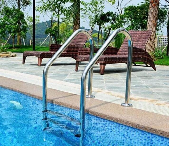 四川游泳池设备