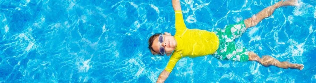 游泳池游泳对皮肤伤害大吗?
