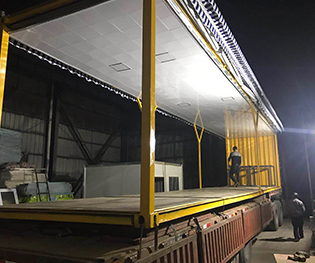 集装箱运输车