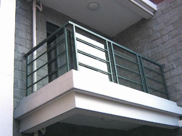 选购铝合金玻璃护栏的注意事项?