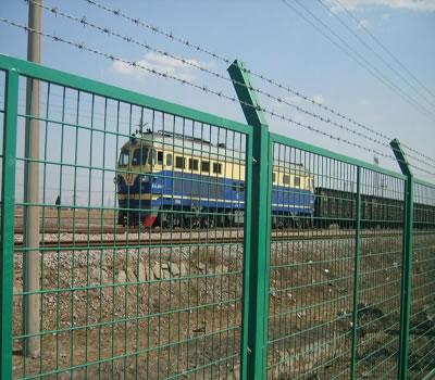 沈阳某铁路护栏网安装案例