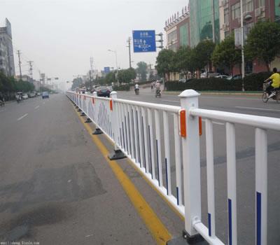市政护栏网除了安全防护,还具备很高的观赏价值。