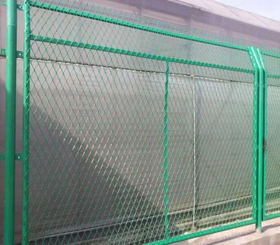 公路护栏网在焊接时有可能会出现这两个问题,提前了解做好预防措施!