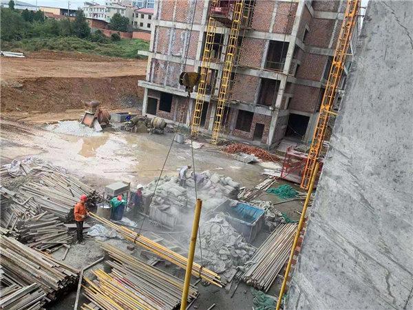 高新区足球场项目发泡混凝土施工现场