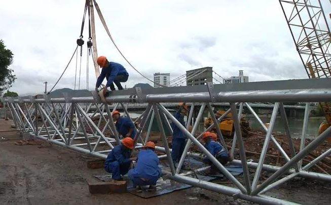 高压电缆塔建设使用手拉葫芦展示