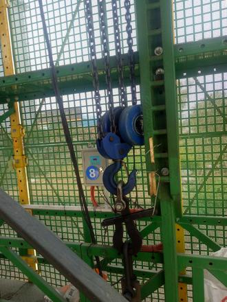 建筑工地使用电动葫芦操作展示