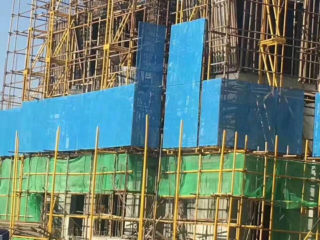 在高空建筑作业中我们应该怎么去检查验收安全防护设施呢?