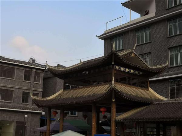 贵州省荔波县洞塘特色小镇,全镇仿古劈开砖翻新28600方