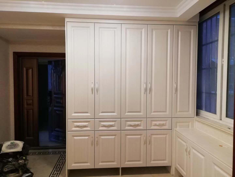 白色衣柜套装门