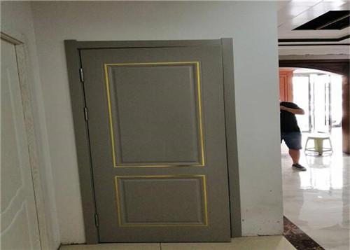某小区业主使用颐合枫尚河南实木套装门
