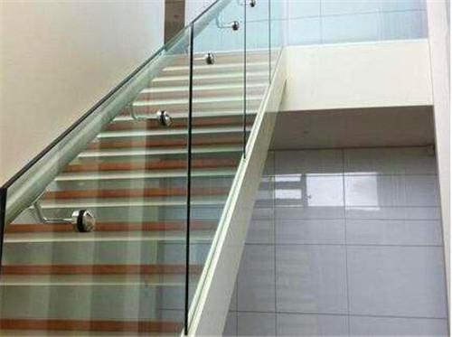 武汉玻璃楼梯如何定制?