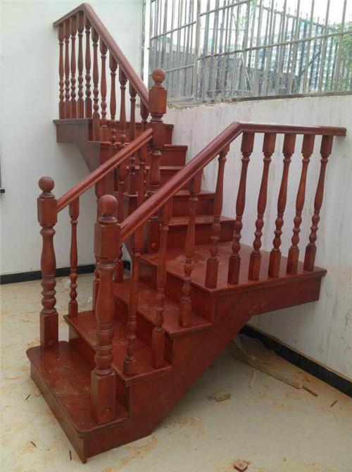 武汉实木楼梯厂家出品的实木楼梯