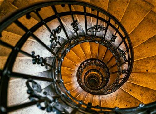 武汉旋转楼梯安装有什么建议?