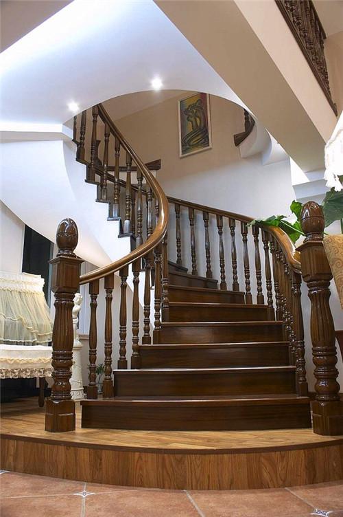 武汉实木楼梯哪家好?