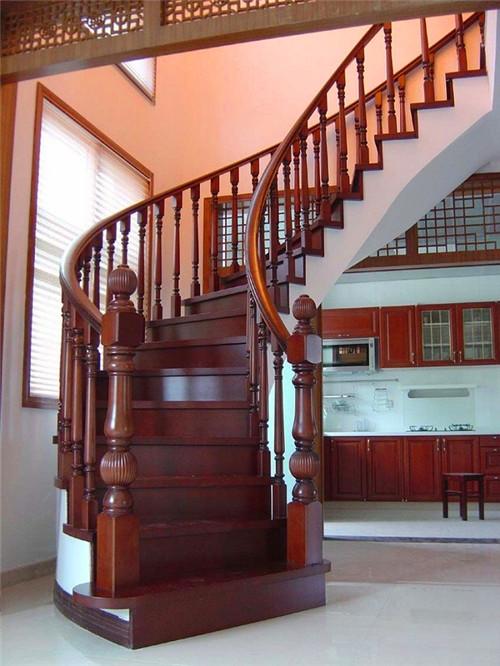 武汉实木楼梯安装就找家美楼梯