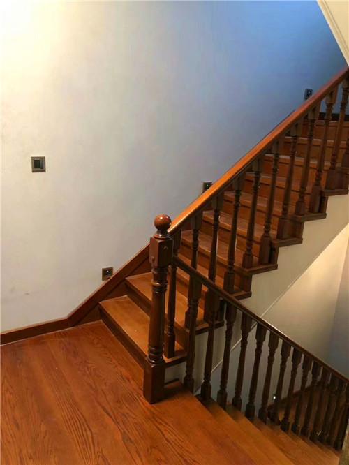 家美实木楼梯栏杆