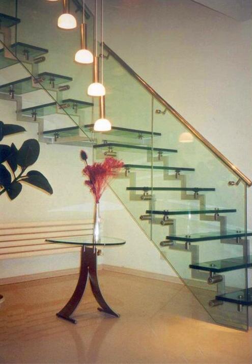 实木楼梯的购买方法和维护方法