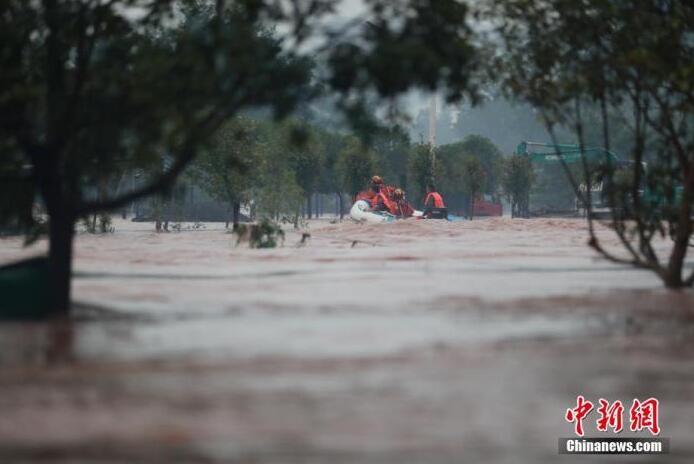 """2020年6月气象台连续28天发布暴雨预警 """"雨雨雨""""成霸屏热搜词"""