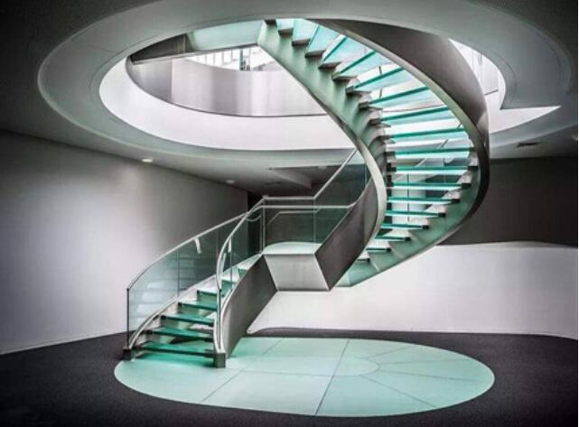 如何选择楼梯的扶手,实木楼梯厂家给我们具体的详解!