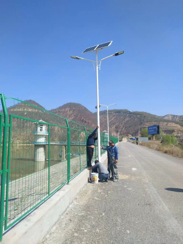 太阳能路灯现场施工安装图