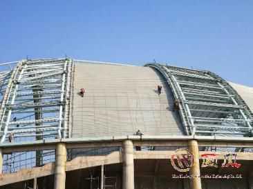 2016 年 11 月至 2016 年 12 月贵 州罗甸全民健身中心体育馆馆 金属屋面施工 48 米高