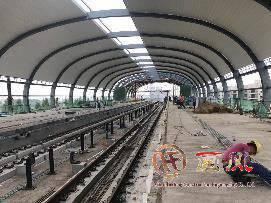2017年6-9月武汉地铁21号线 阳逻施岗站弯弧金属屋面施工