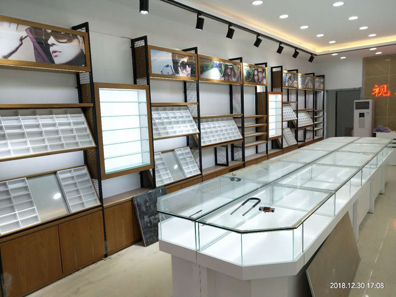 為什麽眼鏡店的展櫃都選用超白玻璃?小編給大家講解