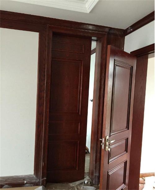 带您了解原木门安装的步骤。