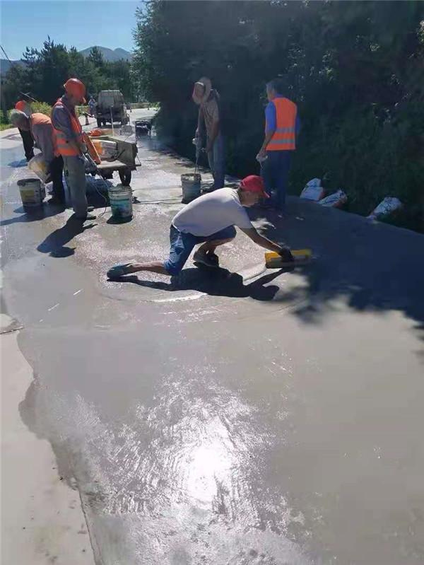 小区的水泥地面出现破损怎么修补,本文告诉你方法