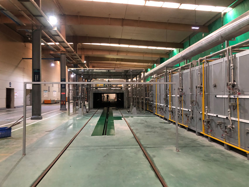 5月18日中亚窑炉承建的90M隧道窑完工并点火