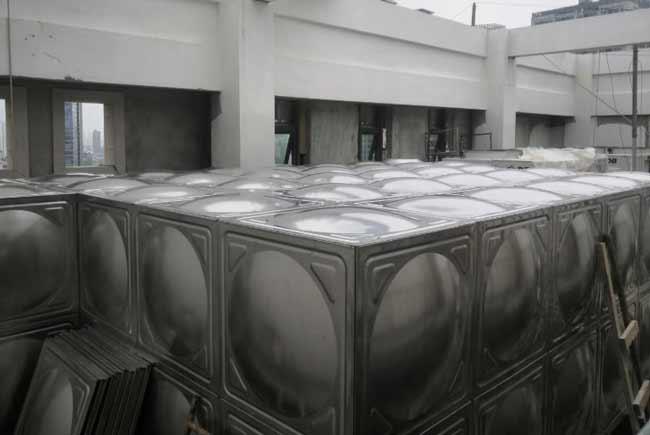 小编带你让你快速了解武汉不锈钢水箱?