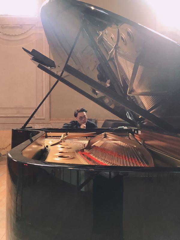 黄杰炜-钢琴老师