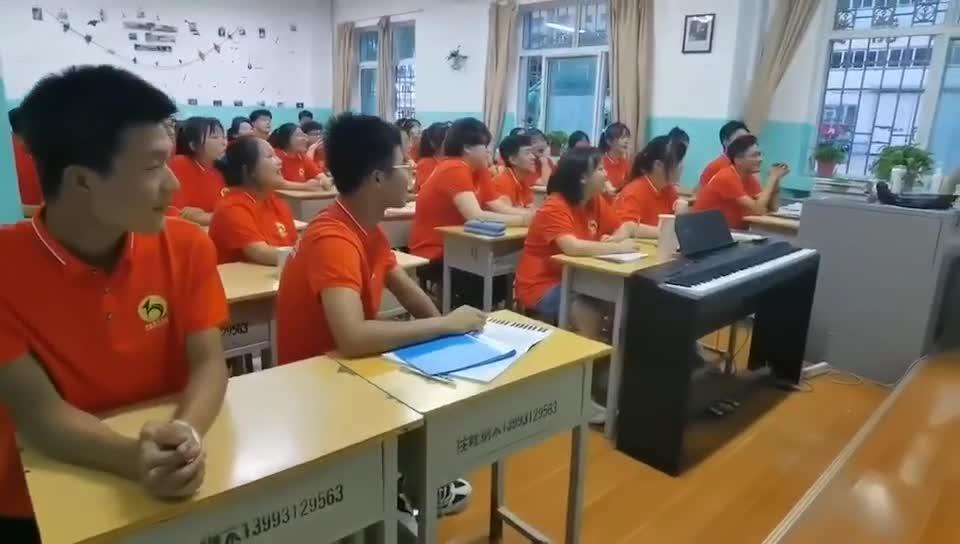 意大利博洛尼亚音乐学院毕业优秀教师给学生上意大利语言正音课